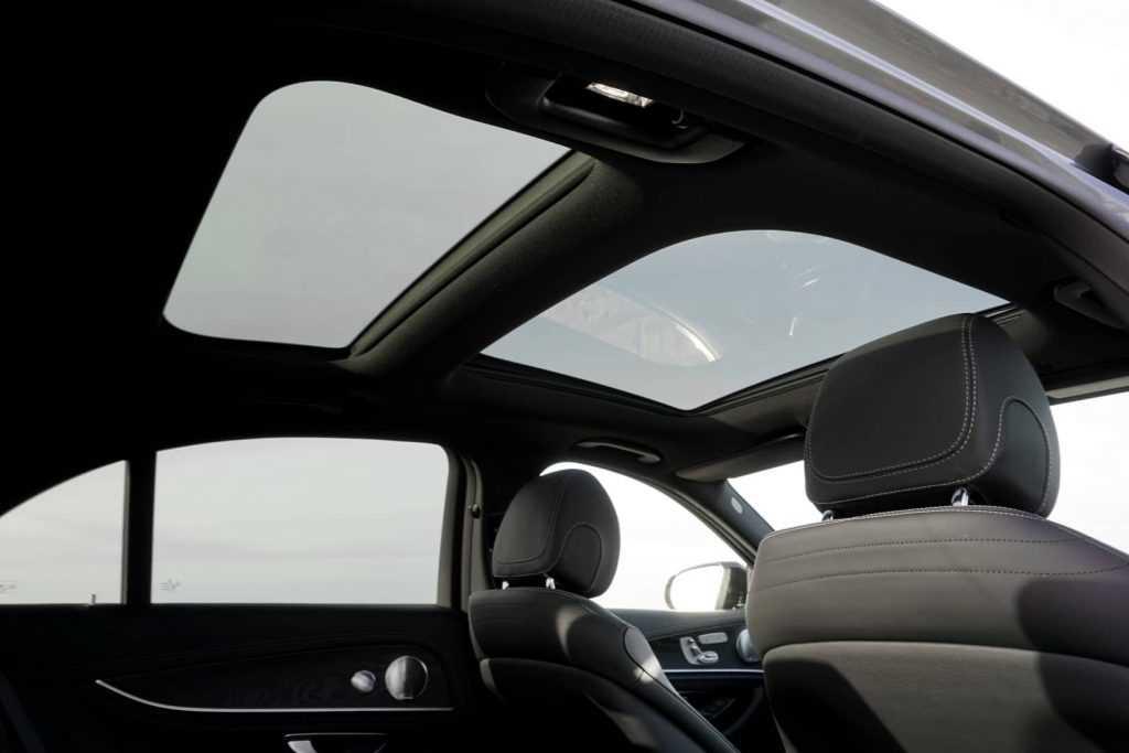 Mercedes-Benz-E-300-de-Limousine-2020-17